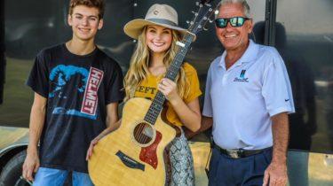 Riley Thompson American Idol Finalist Visits Beacon Hill on Cedar Creek Lake